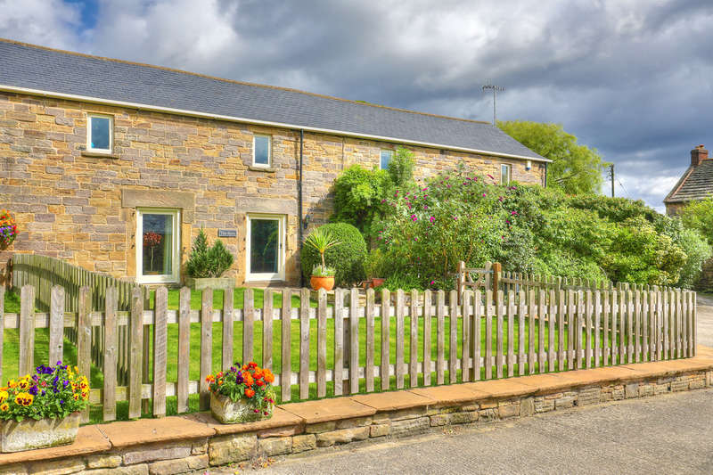 5 Bedrooms Unique Property for sale in The Byre, Barlow Lees, Holmesfield, Dronfield, S18 7SW