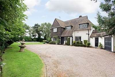 4 Bedrooms House for rent in CHURCH ROAD, HALE.
