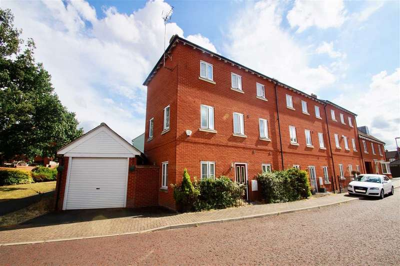 3 Bedrooms Town House for sale in Little Foxburrows, Colchester