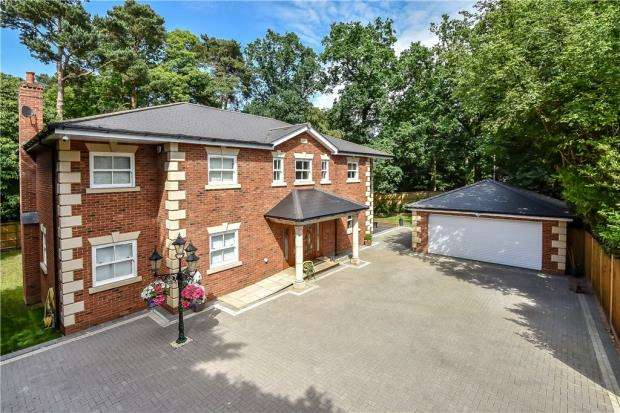 5 Bedrooms Detached House for sale in Longdown Road, Sandhurst, Berkshire