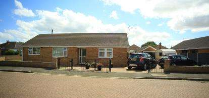 5 Bedrooms Bungalow for sale in Parkinsons Way, Trusthorpe, Mablethorpe, Lincolnshire
