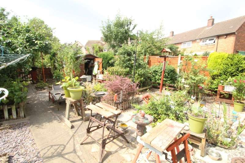 4 Bedrooms Semi Detached House for sale in Battersbee Road, Leicester, LE3