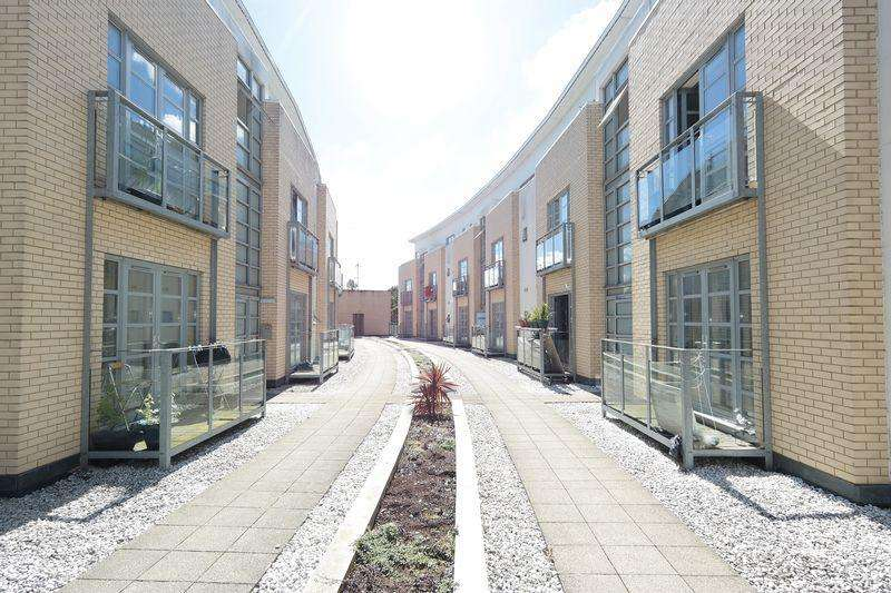 1 Bedroom Apartment Flat for sale in Thames Reach, West Thamesmead, SE28 0NG