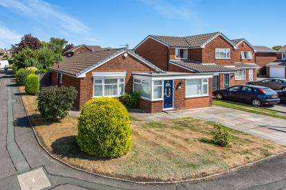 3 Bedrooms Detached House for sale in Daisy Hall Drive, Westhoughton, Bolton, Greater Manchester, BL5