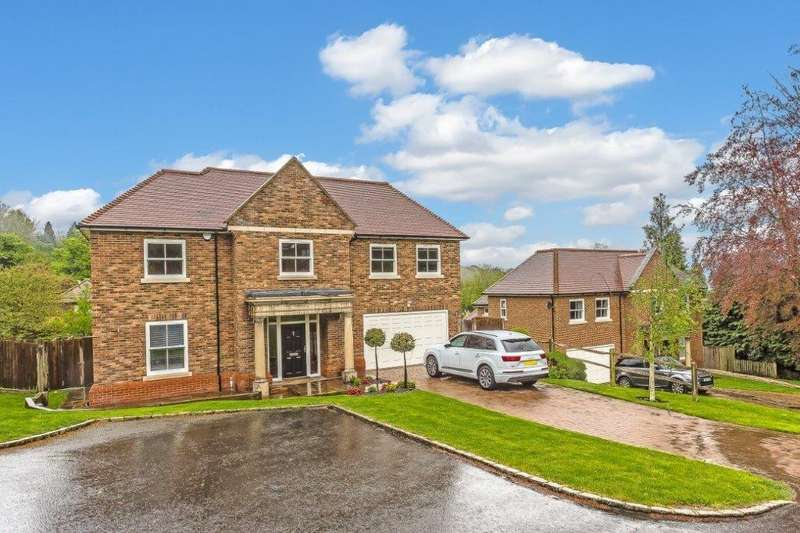 5 Bedrooms Detached House for sale in High Oaks Close, Coulsdon