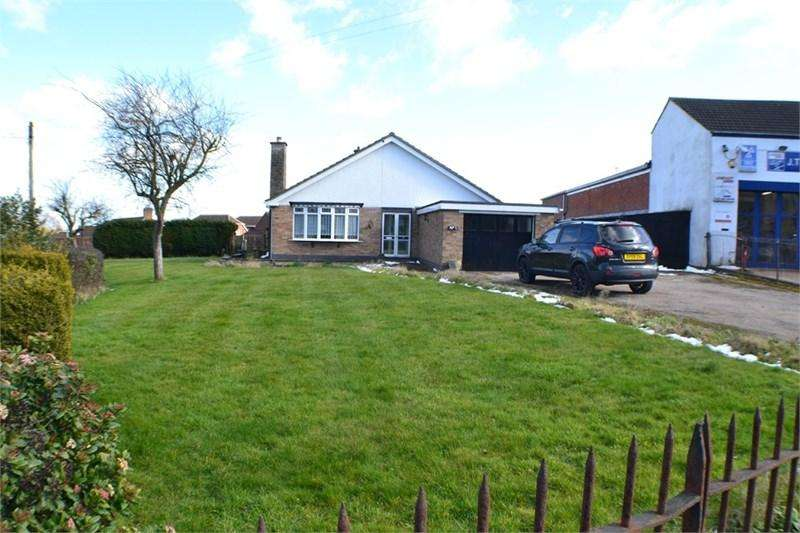 2 Bedrooms Detached Bungalow for sale in Lutterworth Road, Burbage