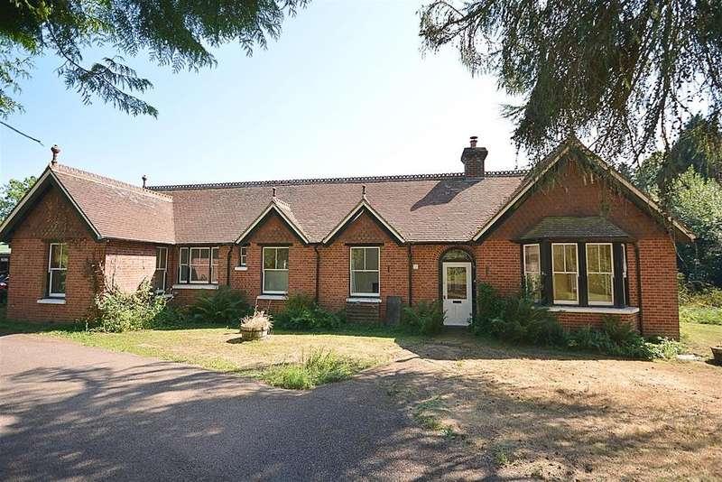 3 Bedrooms Detached House for sale in Mountfield, Robertsbridge