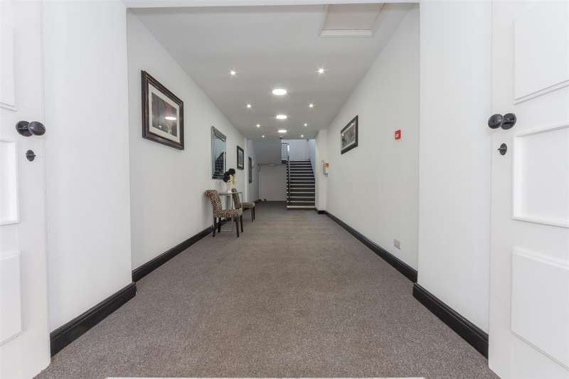2 Bedrooms Flat for sale in Thames House Apartments, 62-68 High Street South, Dunstable