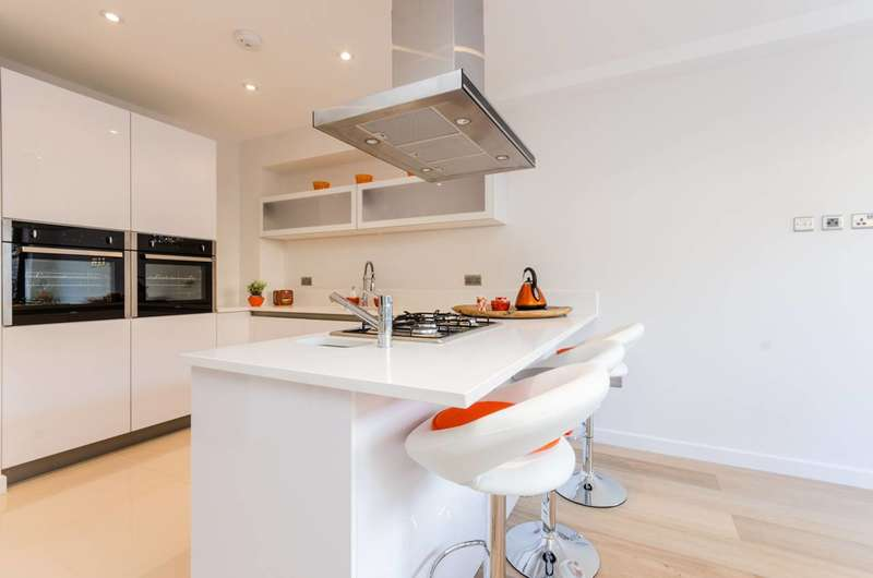 4 Bedrooms Terraced House for sale in Tiller Road, Isle Of Dogs, E14