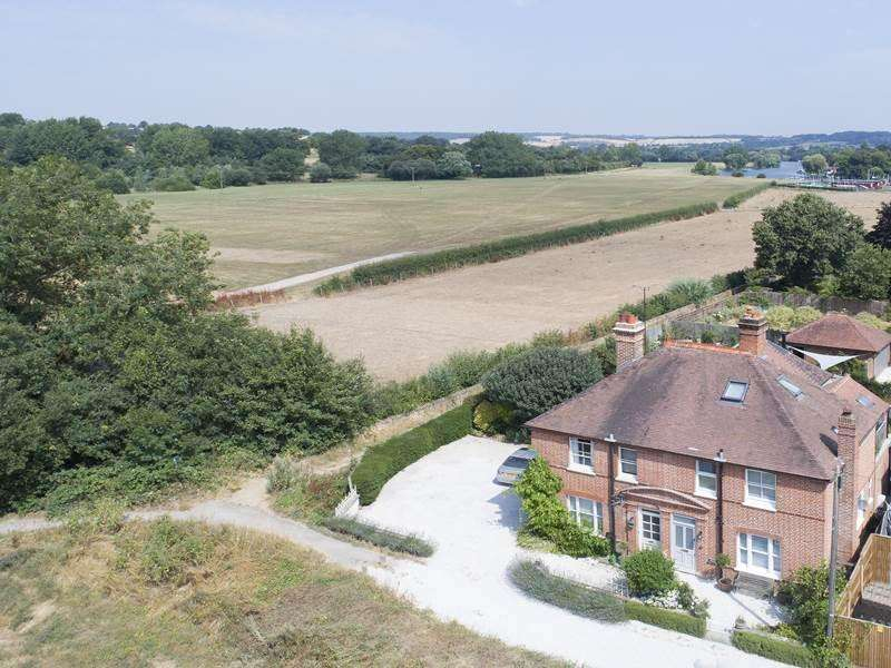 4 Bedrooms Semi Detached House for sale in The Moor, COOKHAM, SL6