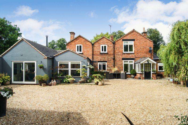 4 Bedrooms Detached House for sale in Orchard Park, Coddington
