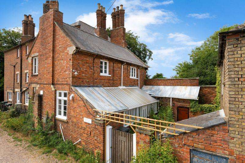 3 Bedrooms Semi Detached House for sale in Bargate Lane, Horncastle