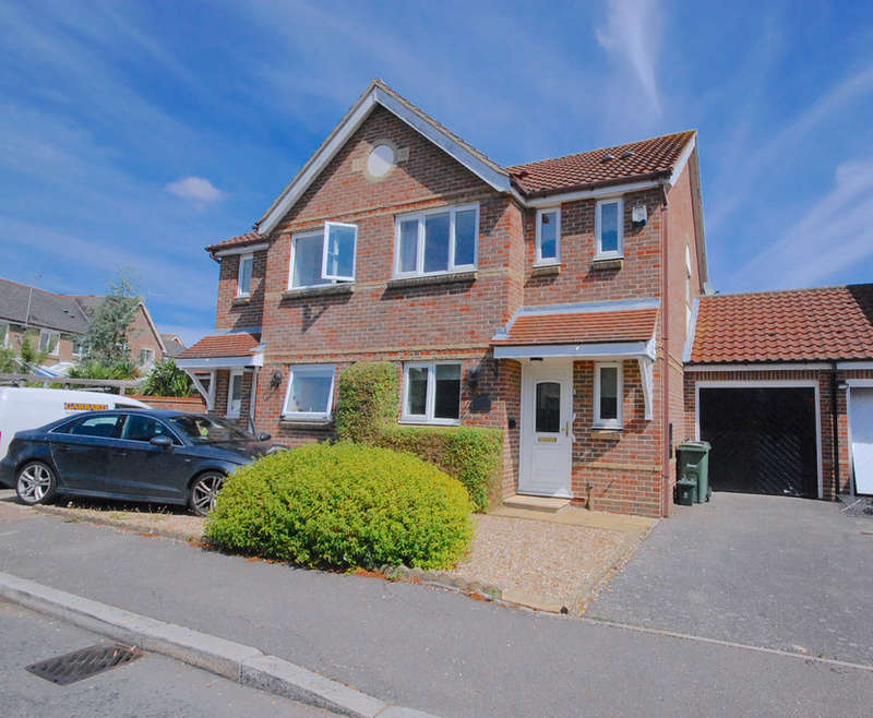3 Bedrooms Semi Detached House for sale in Pochard Way, Great Notley, Braintree, CM77