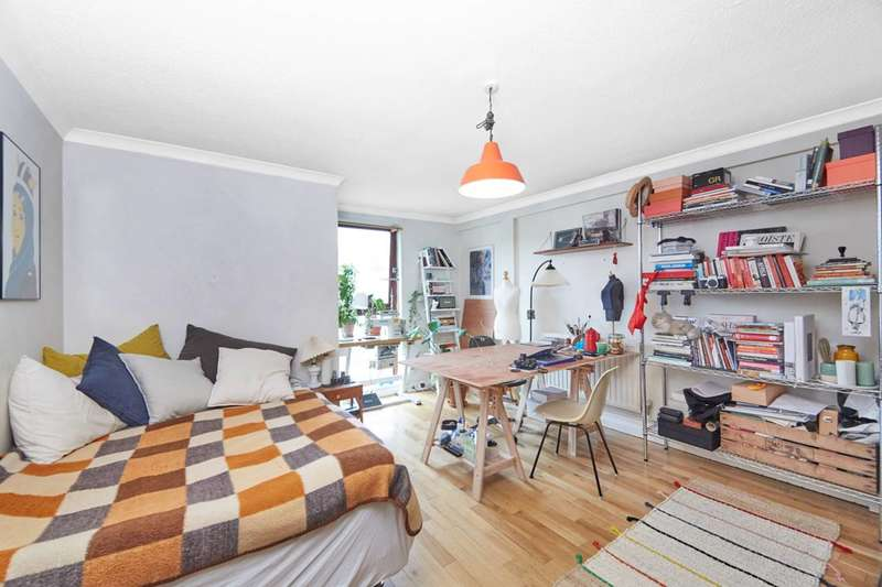 4 Bedrooms Flat for sale in Camden Road, Camden, NW1