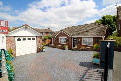 2 Bedrooms Bungalow for sale in Little Headley Close, Bristol, Somerset