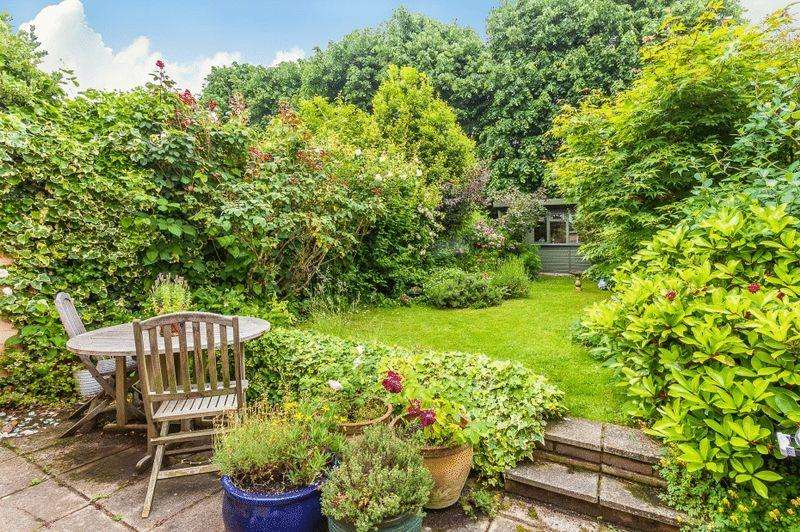 4 Bedrooms Terraced House for sale in Wendell Road W12