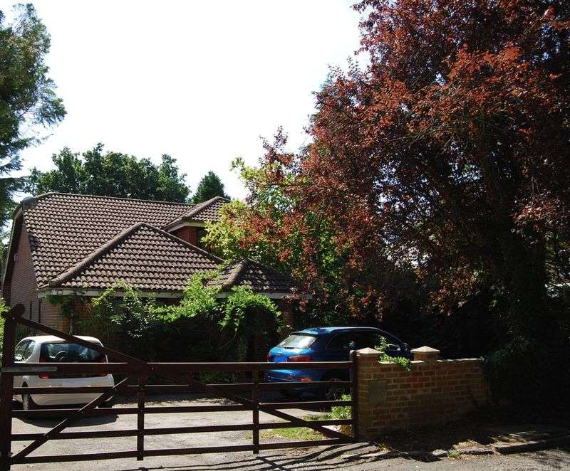 5 Bedrooms Property for sale in Linsford Lane, Camberley