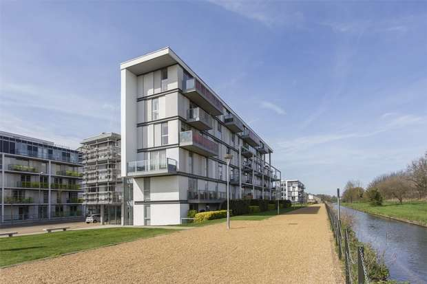 2 Bedrooms Flat for sale in Fyfe House, Chadwell Lane, Hornsey, N8