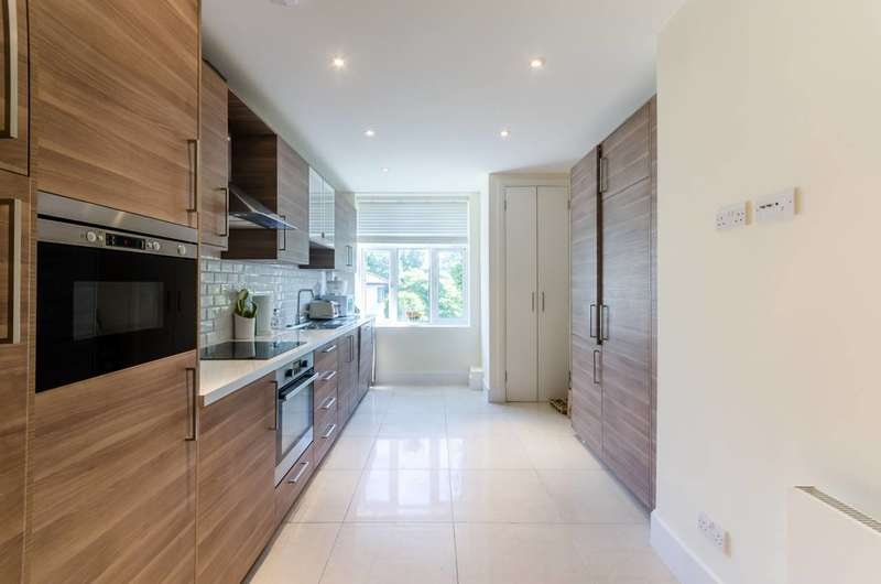 3 Bedrooms Flat for sale in Putney Hill, Putney Heath, SW15