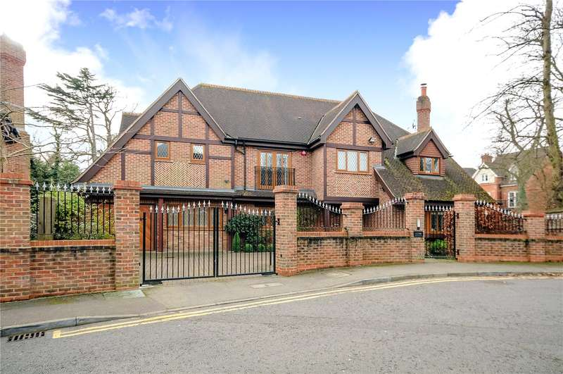 5 Bedrooms Detached House for sale in Cherry Tree Way, Stanmore, HA7