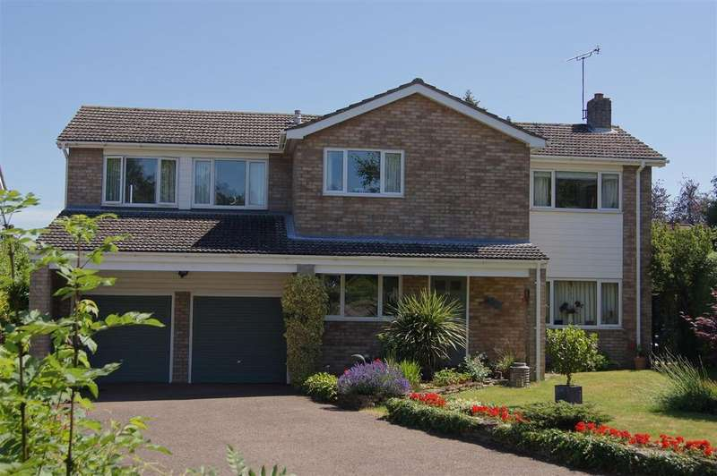 4 Bedrooms Detached House for sale in Longacre Gardens, Bury St. Edmunds