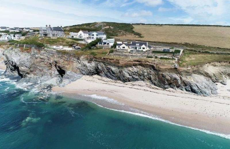 4 Bedrooms Property for sale in Porthleven