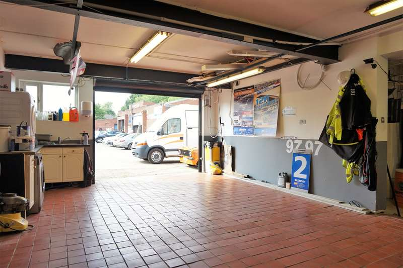 3 Bedrooms Mixed Use Commercial for sale in Flat And Unit 2, Wokingham, RG41