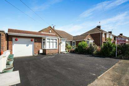 3 Bedrooms Bungalow for sale in Rossfold Road, Luton, Bedfordshire, United Kingdom