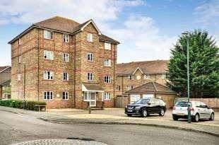 2 Bedrooms Flat for sale in Fairway Drive, Thamesmead, Near Woolwich, London