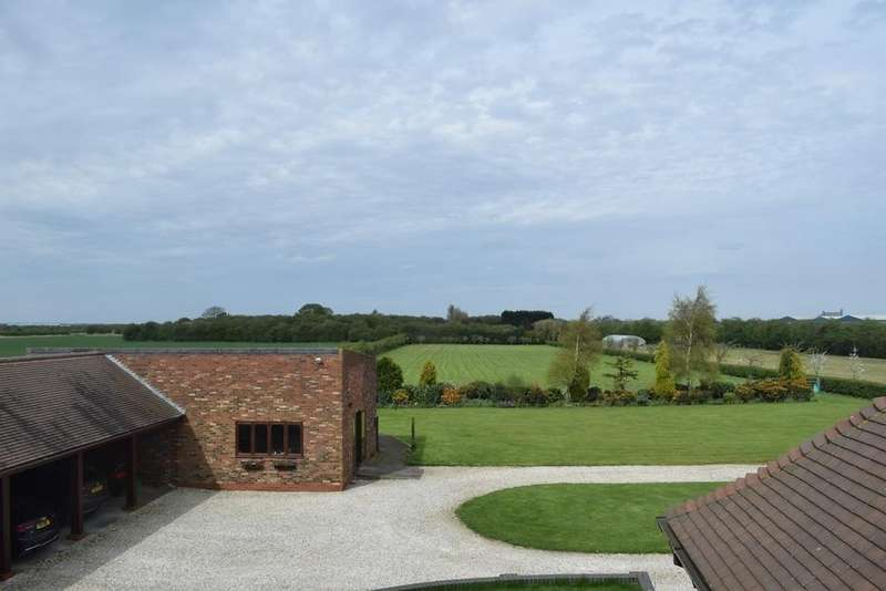 5 Bedrooms Detached Bungalow for sale in Holly Lodge, West Hann Lane, Barrow Haven, Barrow-upon-Humber