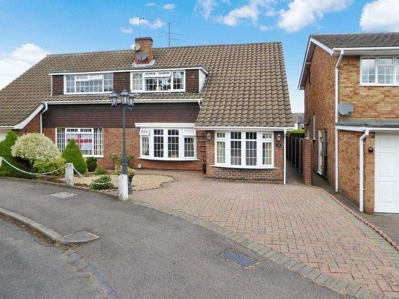 4 Bedrooms Semi Detached House for sale in Lambs Close, East Dunstable