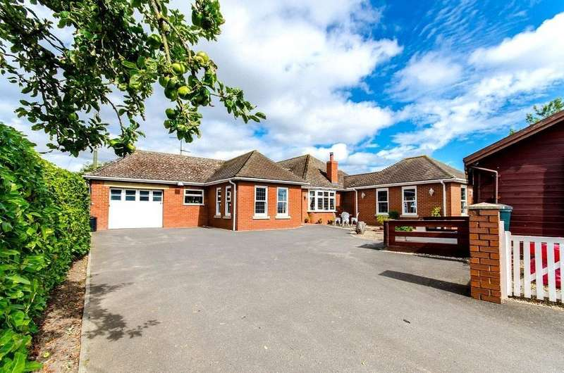 3 Bedrooms Detached Bungalow for sale in Main Road, Quadring, Spalding, Lincolnshire, PE11