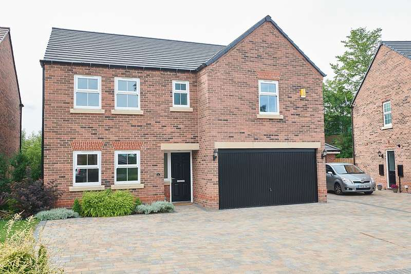 5 Bedrooms Detached House for sale in Thorpe Park Gardens, Leeds, West Yorkshire, LS15 8FQ