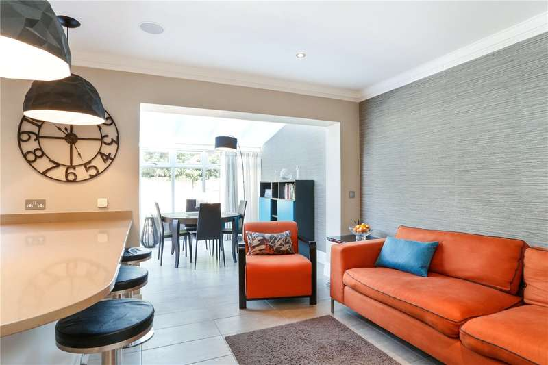 4 Bedrooms Semi Detached House for sale in Kingsway Mews, Farnham Common, Buckinghamshire, SL2