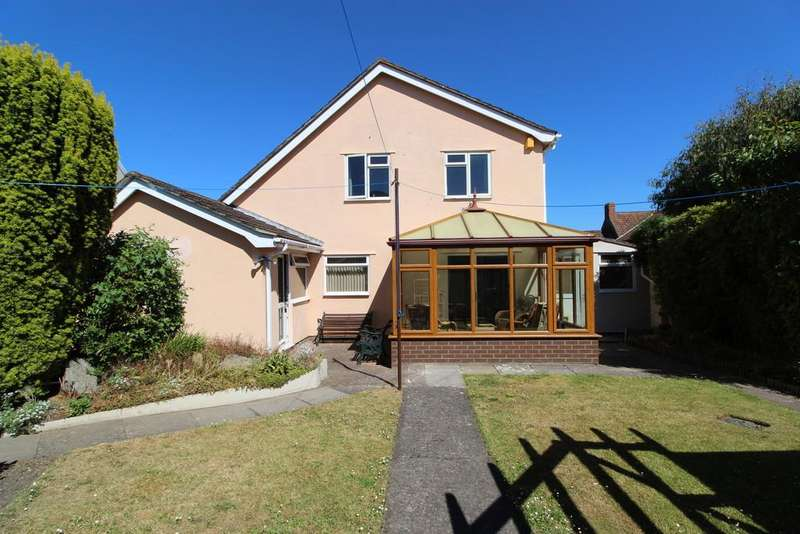 4 Bedrooms Detached House for sale in Superb living space and two garages!