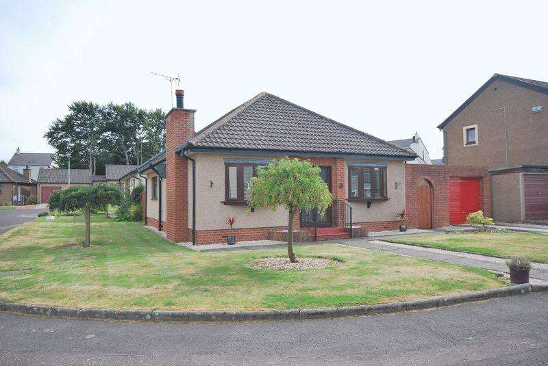 3 Bedrooms Detached Bungalow for sale in 53 Abbots Way, Ayr, KA7 4JJ