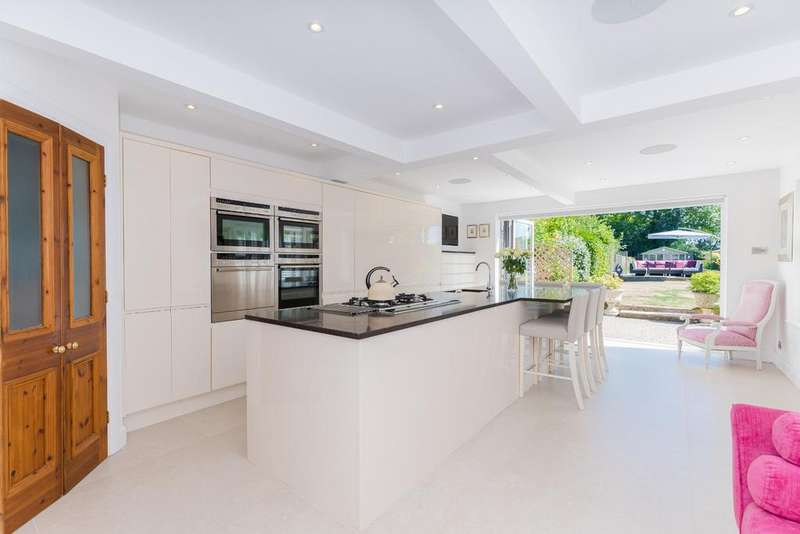 3 Bedrooms Semi Detached House for sale in Elm Road, Penn