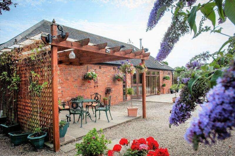3 Bedrooms Barn Conversion Character Property for sale in Fairways Barn, Green Lane, Hunts Green, Middleton, B78 2BJ