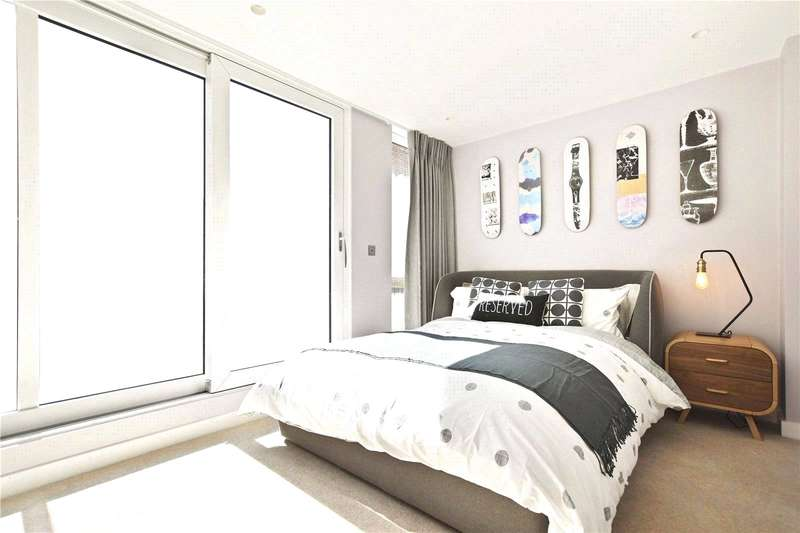 4 Bedrooms Semi Detached House for sale in Clapham Road, London, SW4
