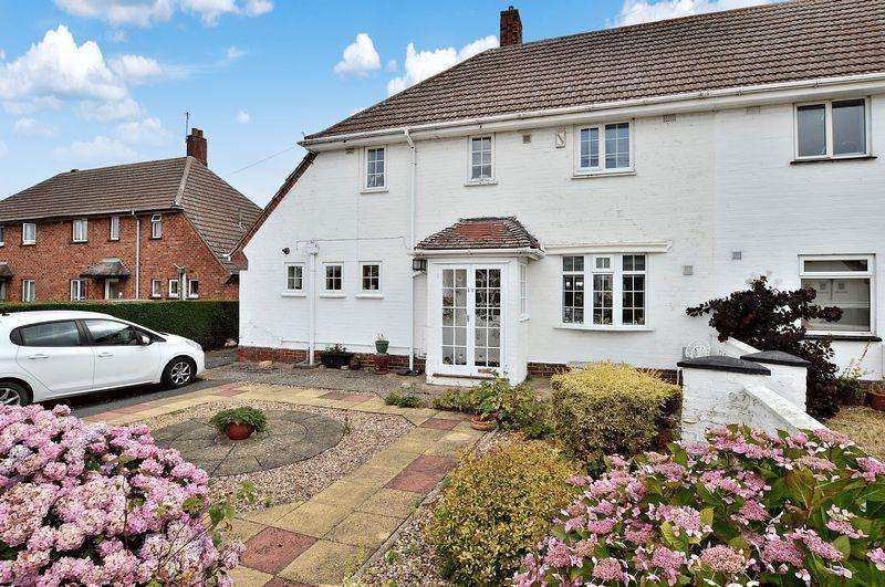 3 Bedrooms Semi Detached House for sale in 10 Cromwell Place, Tattershall