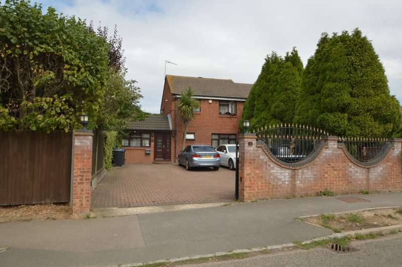 3 Bedrooms Semi Detached House for sale in George Green Road, George Green, SL3
