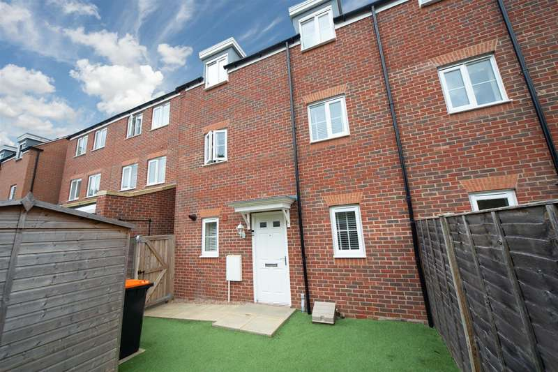3 Bedrooms Semi Detached House for sale in Limestone Grove, Houghton Regis, Dunstable