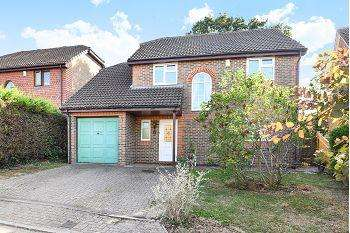 4 Bedrooms Detached House for sale in Greenfields