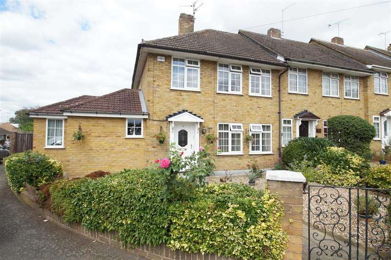 4 Bedrooms End Of Terrace House for sale in Bentley Road, Cippenham, Slough