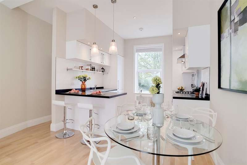 2 Bedrooms Maisonette Flat for sale in Paulet Road, Camberwell, London, SE5 9JF
