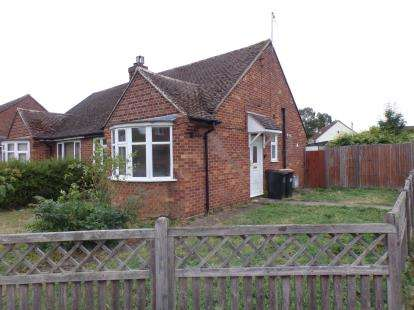 2 Bedrooms Bungalow for sale in Highbury Grove, Clapham, Bedford, Bedfordshire
