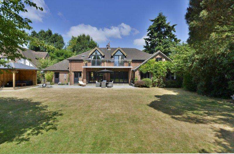 5 Bedrooms Detached House for sale in Mark Way, Godalming