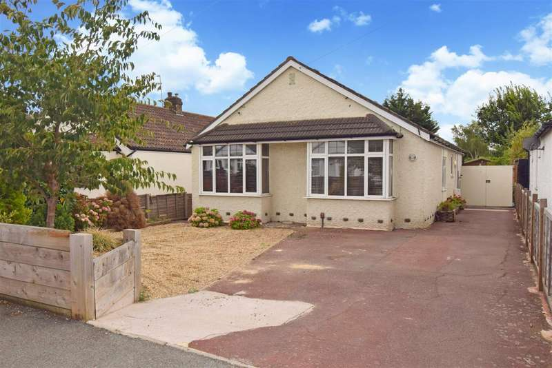 4 Bedrooms Detached Bungalow for sale in Royston Way, Slough, SL1