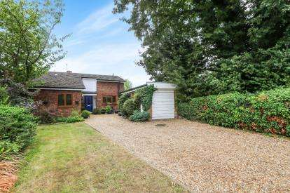 3 Bedrooms Bungalow for sale in High Road, Broom, Biggleswade, Bedfordshire