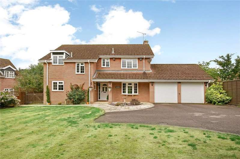 4 Bedrooms Detached House for sale in Warwick Place, West Wellow, Romsey, Hampshire, SO51